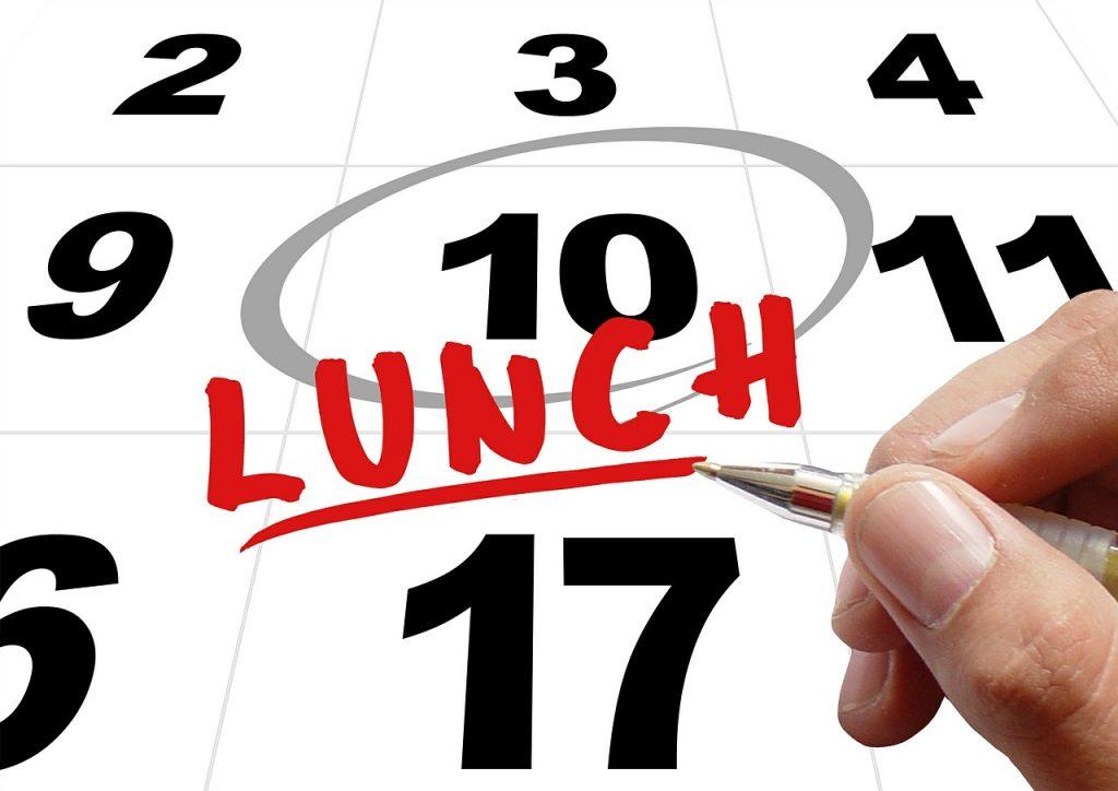 """Bild von einem Kalender mit angestrichenem Datum und dem Hinweis """"Lunch"""""""