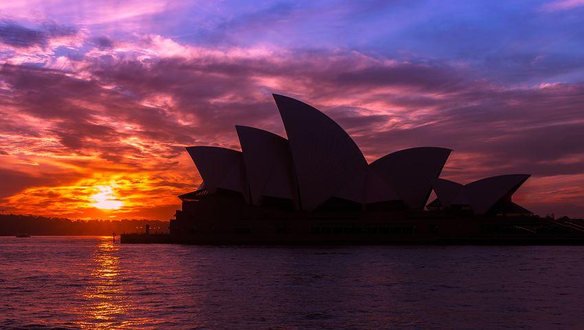 Die Oper in Sydney, unbeleuchtet vor Sonnenuntergang