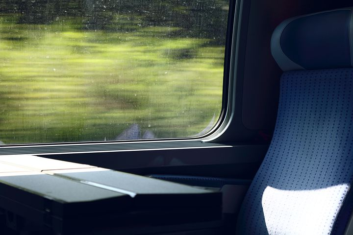 Sitzplatz im fahrenden Zug