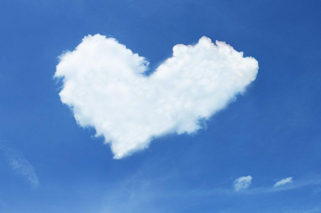 Eine Wolke in Herzform