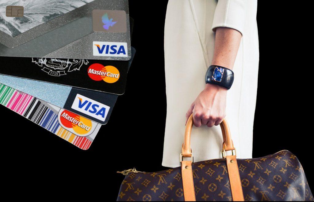 Visakarten, Frau mit Tasche von Louis Vuitton in der Hand