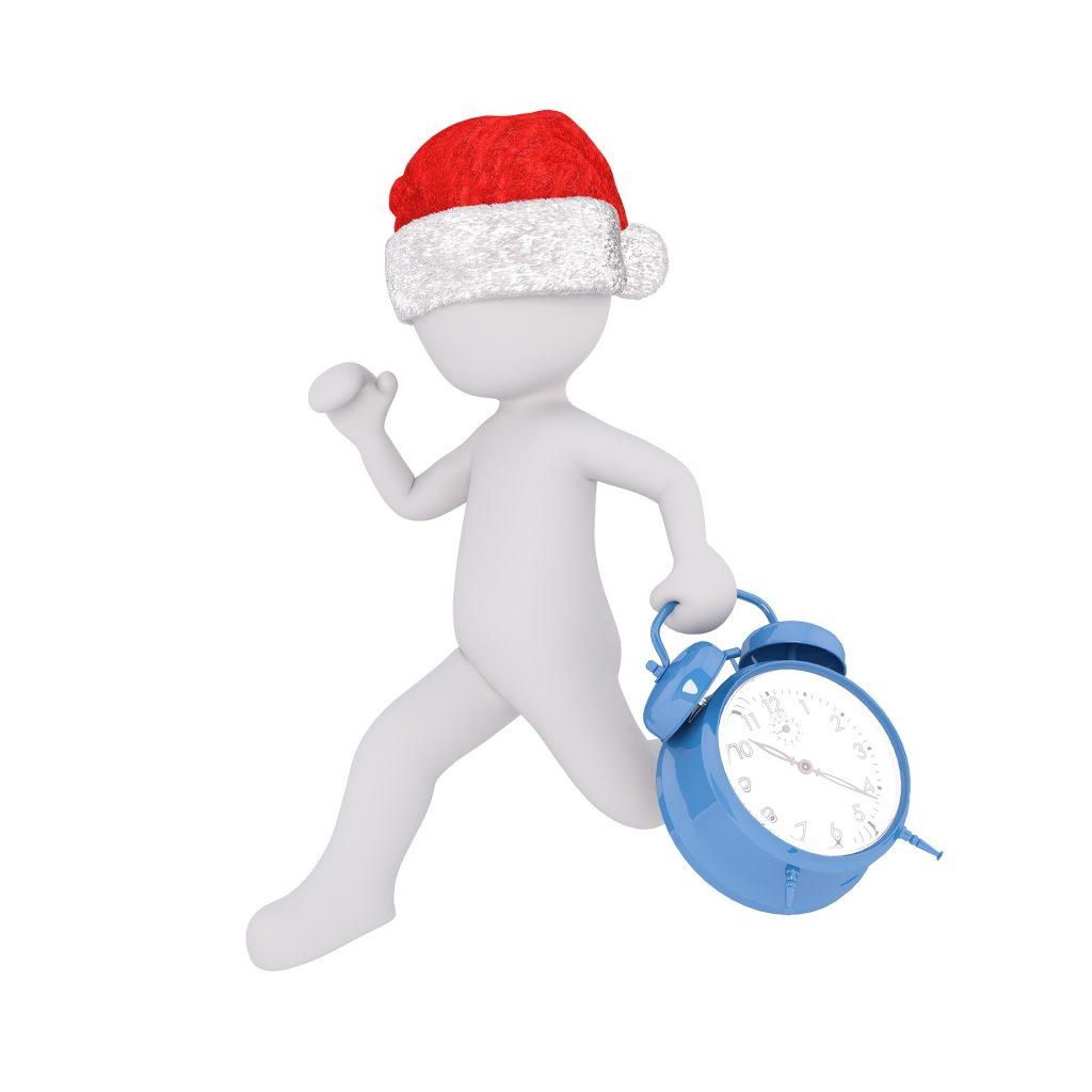 weißes Männchen mit Nikolausmütze rennt mit Wecker in der Hand