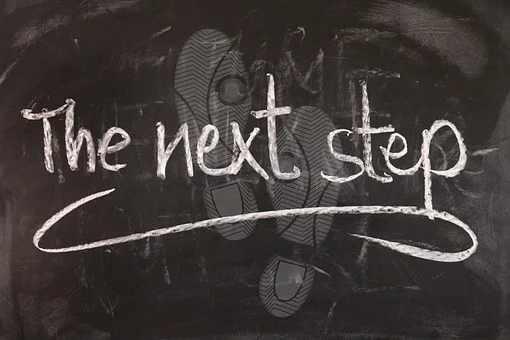 The next step, mit Kreide auf Tafel geschrieben